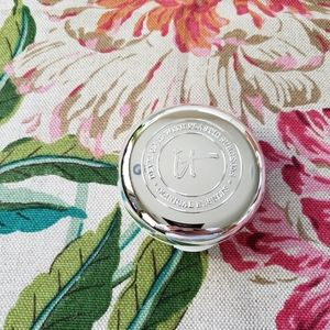 NWT IT Cosmetics confidence in a compact - med tan